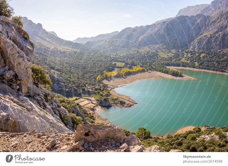 Gorg Blau auf Mallorca Stausee Trinkwasser Umwelt Natur Landschaft Pflanze Tier Sonne Hügel Felsen Berge u. Gebirge Gipfel Schlucht Küste Seeufer Strand Bucht