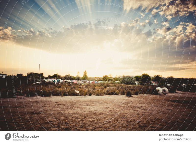 ... und strahlt. Ferne Freiheit Sommer Sommerurlaub Sonne Strand Meer Insel Landschaft ästhetisch Romantik strahlend strahlenförmig Wolken Sonnenuntergang