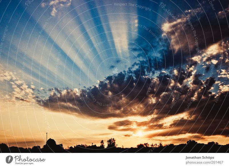... und strahlt ... Urelemente Luft Himmel Wolken Horizont Sonnenaufgang Sonnenuntergang Sommer Gefühle Zufriedenheit einzigartig Endzeitstimmung Glaube
