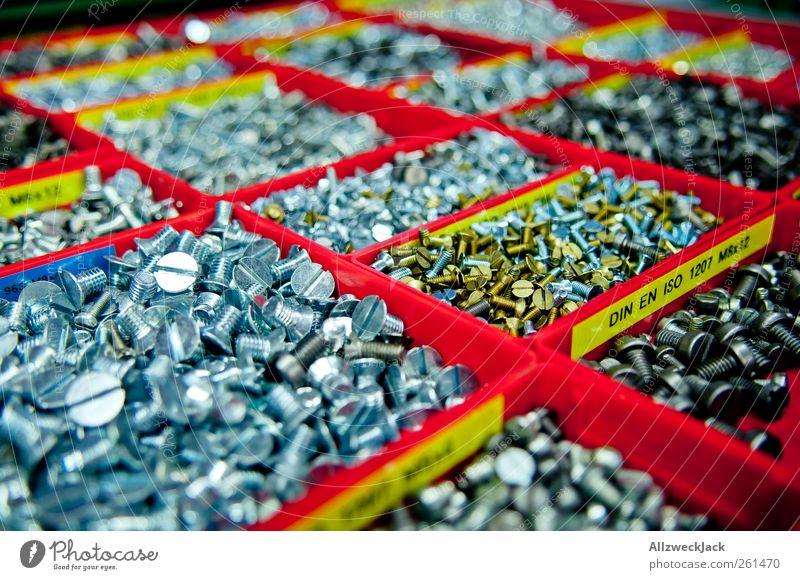 Schraubenvorrat gold glänzend Ordnung Metallwaren Sauberkeit Handwerk Werkstatt Werkzeug silber Schraube Norm aufräumen Standard Schlitzschraube