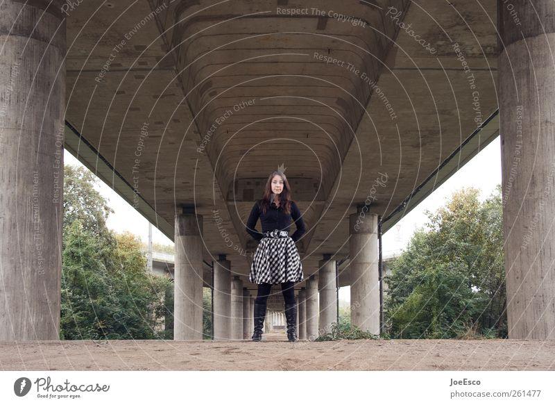 #261477 Lifestyle schön Ausflug Frau Erwachsene Leben Brücke Bauwerk Architektur Verkehr Mode Hemd Kleid brünett beobachten Erholung festhalten stehen warten