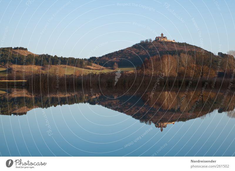 Spätherbst blau Wasser ruhig Wald Erholung Landschaft Herbst Architektur Stimmung Feld wandern Ausflug Tourismus Romantik Hügel Idylle