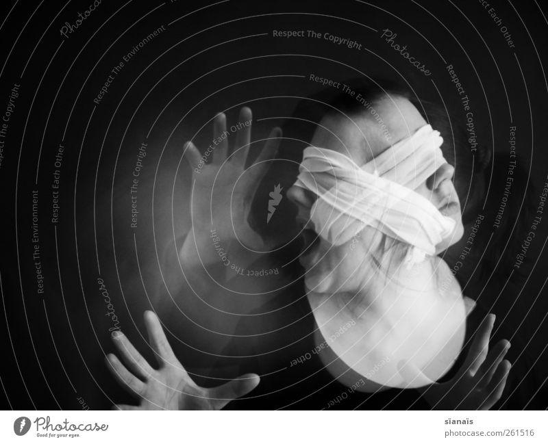 x Mensch feminin Junge Frau Jugendliche Erwachsene Kopf Schauspieler Kreuz schreien schwarz träumen Sorge Angst Todesangst gefährlich Unglaube Wut gereizt
