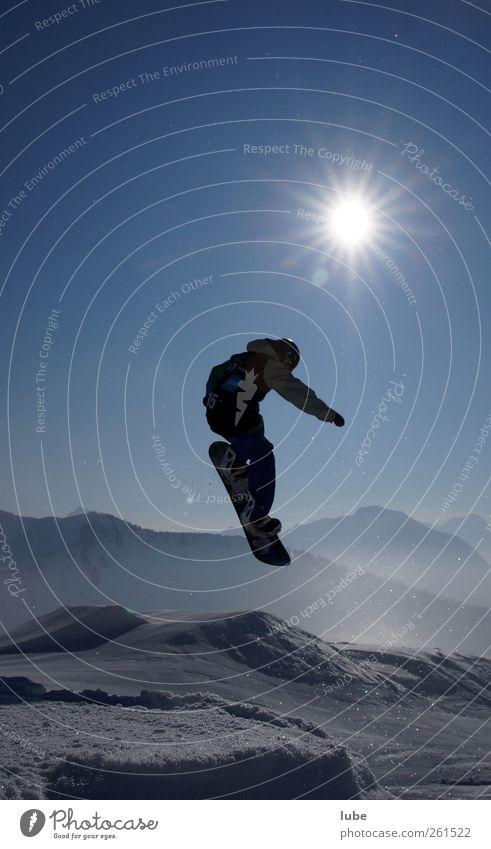 Grüß mir die Sonne Mensch Himmel blau Landschaft Winter kalt Berge u. Gebirge Schnee Sport Freiheit fliegen springen Freizeit & Hobby Tourismus hoch