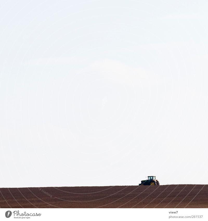 Landwirtschaft Arbeitsplatz Umwelt Natur Himmel Wetter Feld Fahrzeug Traktor authentisch einfach ökologisch Pflug Ackerbau Farbfoto Außenaufnahme Menschenleer