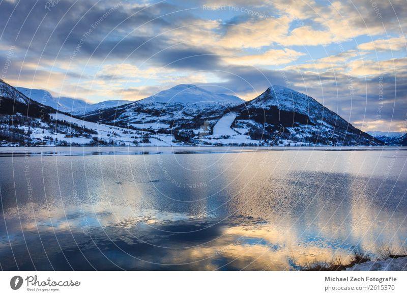 Schöner Blick auf den nördlichen Norwegischen Fjord schön Ferien & Urlaub & Reisen Tourismus Sommer Sonne Meer Winter Schnee Berge u. Gebirge Haus Natur