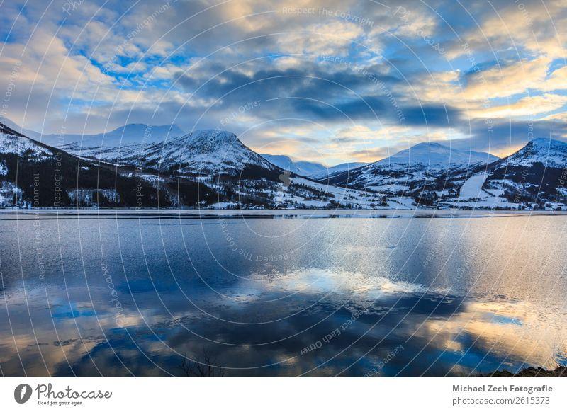 Schöner Blick auf den Nord-Norwegenfjord im Winter schön Ferien & Urlaub & Reisen Tourismus Sommer Sonne Meer Schnee Berge u. Gebirge Haus Natur Landschaft