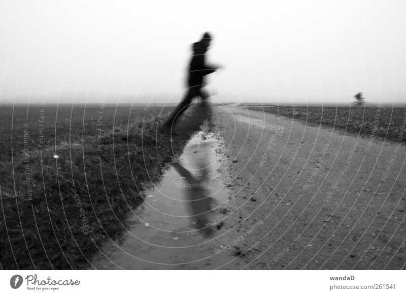 ________________ Mensch Himmel Mann Jugendliche Wasser Erwachsene kalt Leben 18-30 Jahre Herbst Bewegung springen Horizont Feld maskulin Nebel