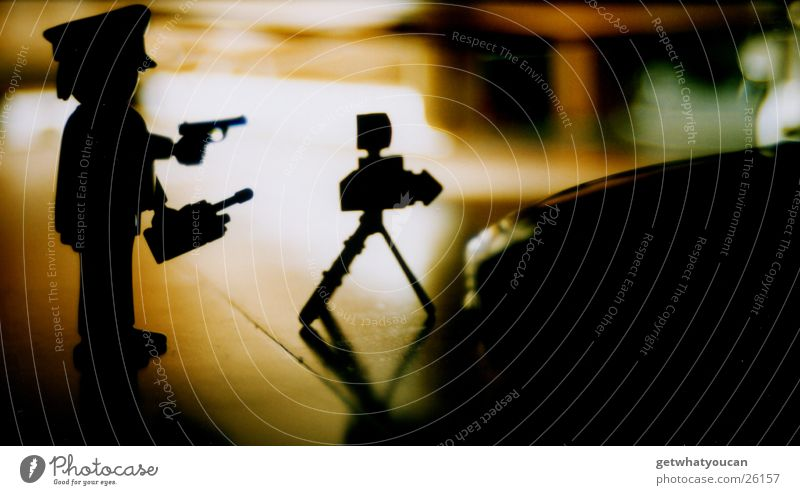 Wegelagerei Teil2 dunkel Spielen PKW klein Verkehr Geschwindigkeit stoppen Spielzeug Polizist Kontrolle Politik & Staat Pistole Haftstrafe Beruf Hinterhalt drohen