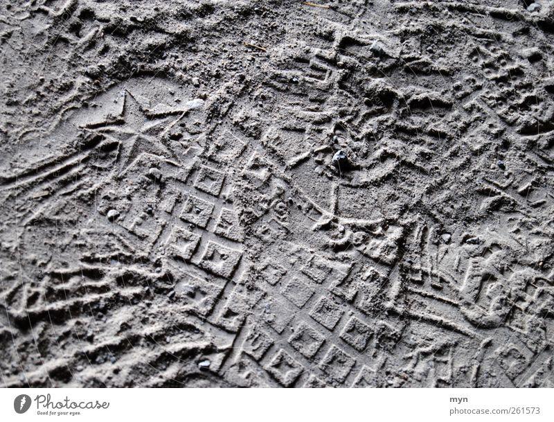 Spuren Kunst Sand Stein Zeichen Ornament Fußspur Linie ästhetisch schön nah trocken unten Stern (Symbol) Komet Weihnachtsstern Sternschnuppe Wunsch Schuhe