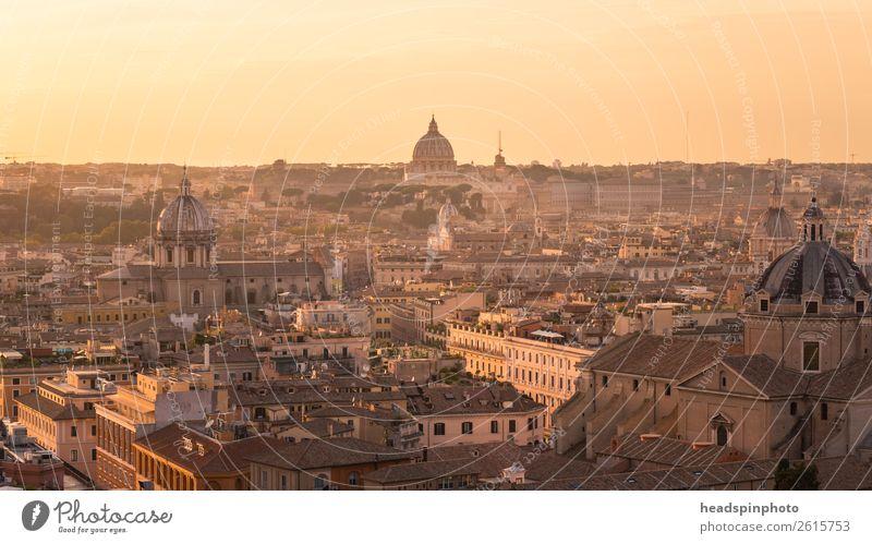Panorama von Rom an einem Sonnenuntergang Ferien & Urlaub & Reisen Sommer Stadt Architektur Religion & Glaube gelb Gebäude Tourismus gold Aussicht Kirche