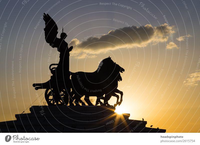 """Vierergespann auf dem """"Monumento a Vittorio Emanuele II"""", Rom Tier Pferd Pferdefuhrwerk 4 Tiergruppe kämpfen stehen gelb gold Tapferkeit selbstbewußt Erfolg"""