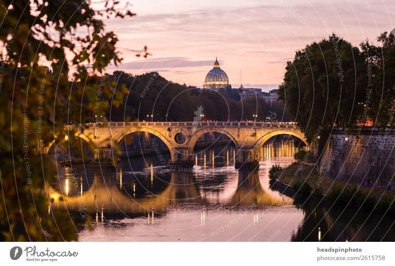 Kuppel des Petersdom, Brücke und Tiber nach Sonnenuntergang Ferien & Urlaub & Reisen Tourismus Ausflug Städtereise Sommer Flussufer Rom Italien Vatikan Stadt