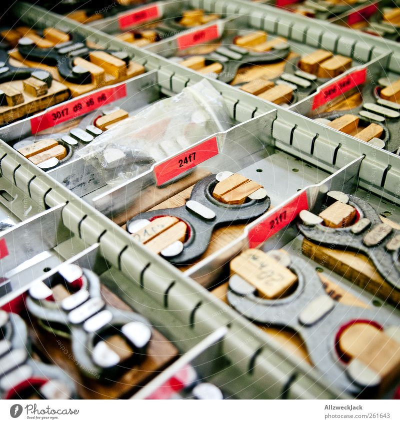 Messwerkzeug Berufsausbildung Handwerker Werkzeug Messinstrument Arbeit & Erwerbstätigkeit bauen retro Kontrolle messen nachmessen Messschenkel analog Ordnung