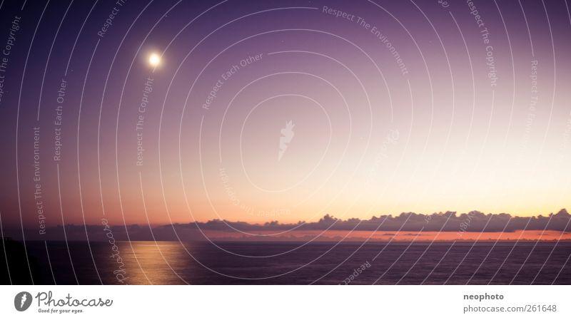 Das Meer und der Mond. Wasser Himmel Horizont Vollmond Stimmung Portugal 2011 blau violett rot Farbfoto Außenaufnahme Textfreiraum Mitte Dämmerung Nacht Licht