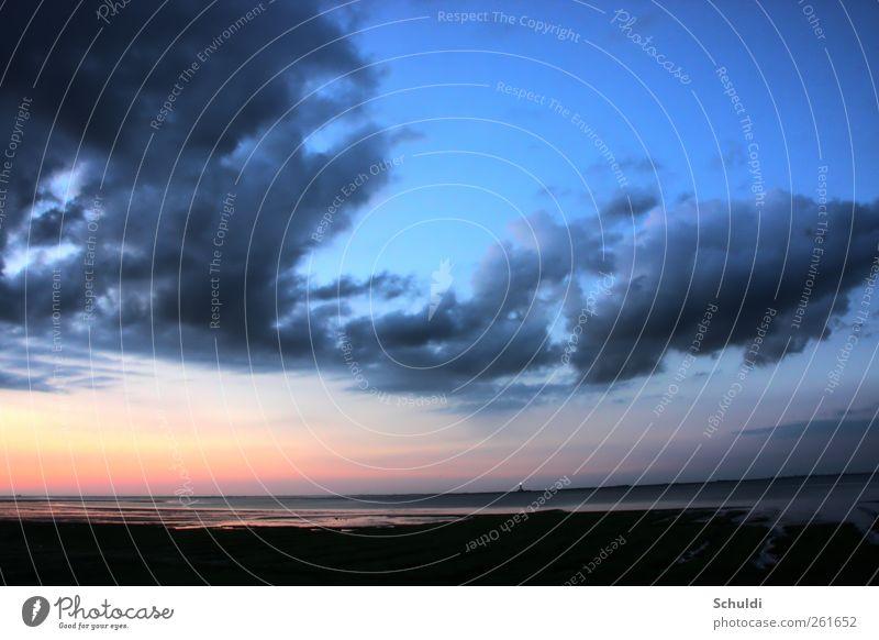 Westerhever Leuchtturm Landschaft Wolken Schönes Wetter Küste Nordsee leuchten Farbfoto Außenaufnahme Menschenleer Abend Dämmerung