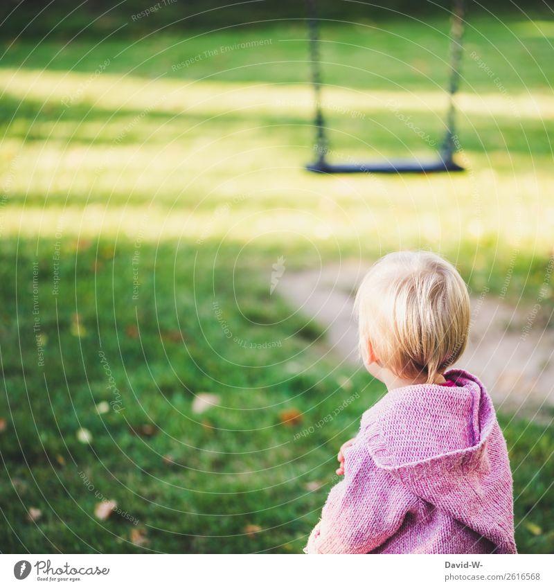 auf dem Spielplatz Kind Mensch Natur Freude Mädchen Gesundheit Leben feminin klein Spielen Kopf Denken Zufriedenheit Freizeit & Hobby träumen nachdenklich