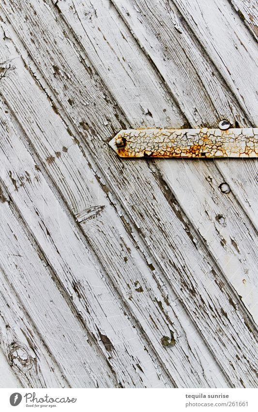 Holztor alt weiß gelb Holz grau Farbstoff Metall Tür gold Streifen verfallen Tor Rost verwittert