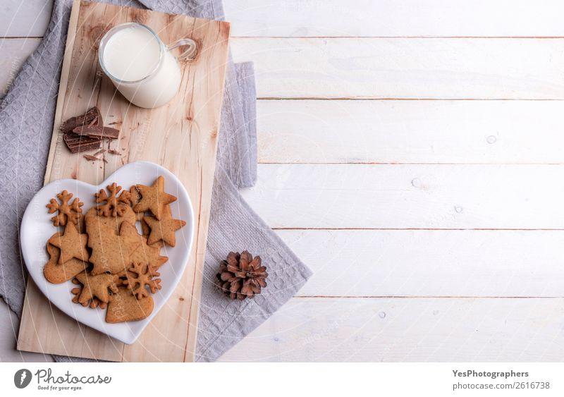Tasse Milch und Weihnachtsgebäck auf weißem Tisch Dessert Frühstück Getränk Lifestyle Freizeit & Hobby Winter Feste & Feiern Weihnachten & Advent Geborgenheit
