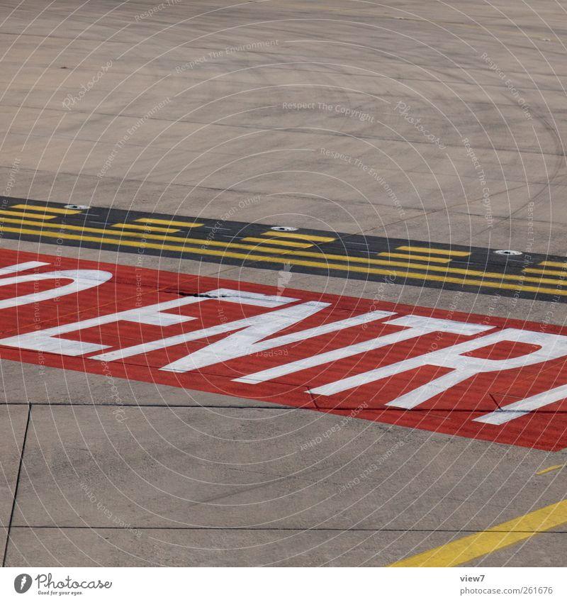 NO ENTRY alt rot Farbe Stein Linie Schilder & Markierungen Beton Fliege Beginn modern frisch Schriftzeichen Luftverkehr authentisch Hinweisschild Streifen