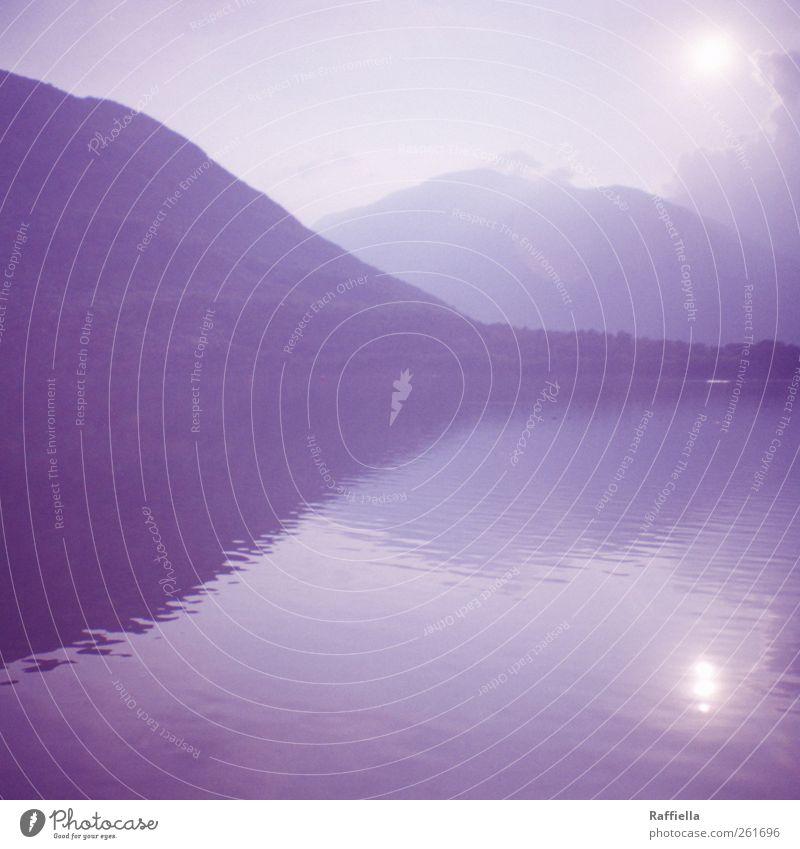 vergessen Natur Landschaft Luft Wasser Himmel Wolken Sonne Sonnenlicht Sommer Pflanze Wald Hügel Berge u. Gebirge Seeufer leuchten blau Spiegelbild Farbfoto
