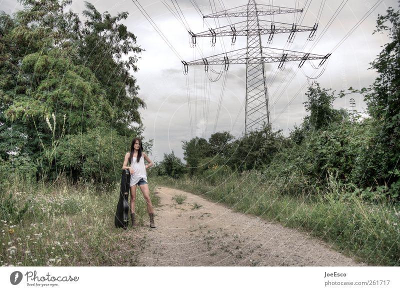 #261717 Frau schön Ferien & Urlaub & Reisen Pflanze Sommer Wolken Erwachsene Ferne Landschaft Freiheit Wege & Pfade Mode Musik Freizeit & Hobby warten wild