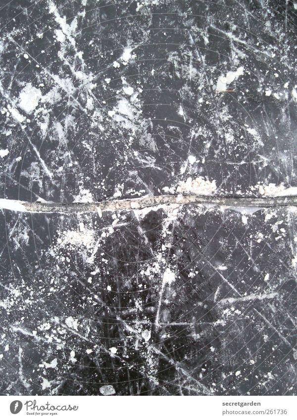 crassssshh!! Schlittschuhlaufen Eisenbahn Natur Winter Linie weiß Angst chaotisch Riss kaputt gebrochen Glatteis Glätte Schneefall dehnungsfuge Bruch Kratzer