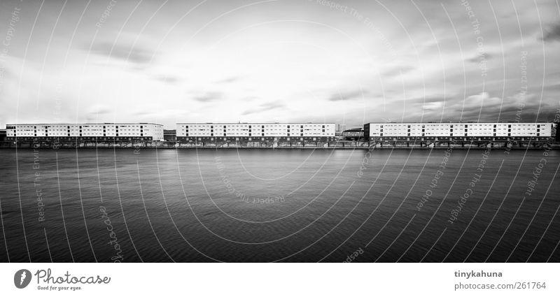Mannheimer Hafen Industrie Güterverkehr & Logistik Flussufer Rhein Stadt Industrieanlage Verkehrswege Binnenschifffahrt einfach lang trist grau schwarz weiß