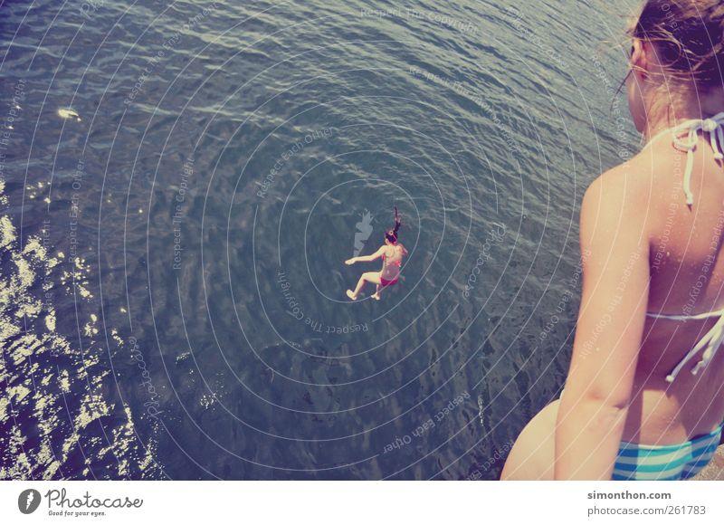 sprung ins kalte nass Mensch Frau Jugendliche Ferien & Urlaub & Reisen Sonne Meer Sommer Freude Erwachsene Ferne Leben feminin Wärme Freiheit Glück See