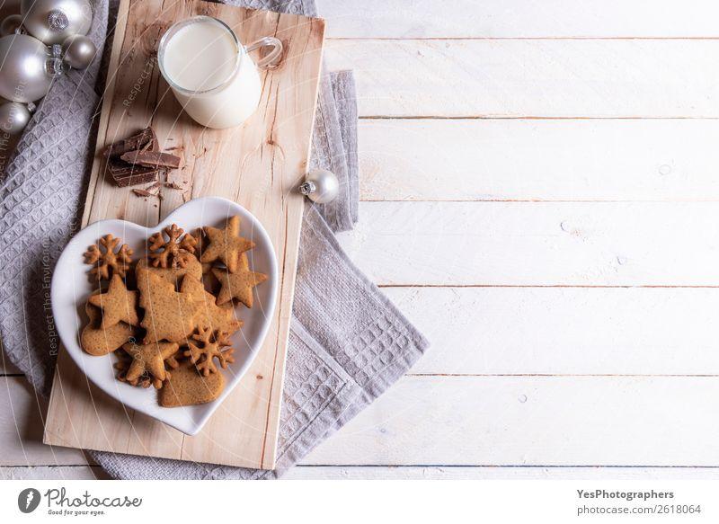 Weihnachtskugeln und Kekse mit Milch Dessert Frühstück Getränk Lifestyle Freizeit & Hobby Winter Dekoration & Verzierung Feste & Feiern Geborgenheit Tradition