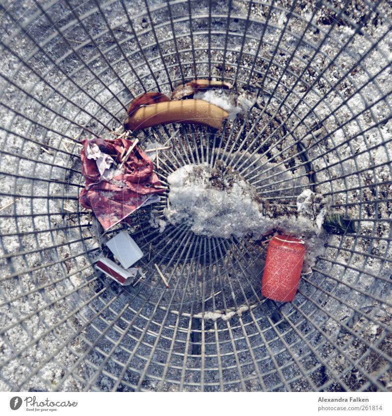Von oben. Müllbehälter diszipliniert Reinheit Grabkerze Kerze Streichholz Gitter rund Umweltverschmutzung Friedhof Farbfoto Menschenleer Tag Vogelperspektive