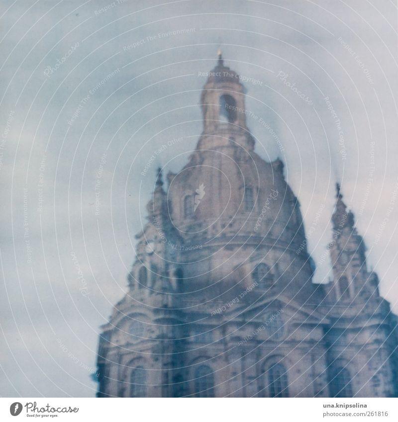 ..48 stunden Stadt Architektur Bewegung Religion & Glaube Stein Kirche Bauwerk Ewigkeit Dresden Denkmal Wahrzeichen Zerstörung Sehenswürdigkeit Altstadt
