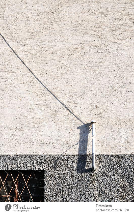 Ja, bleiben wir in Kontakt! weiß Haus grau Metall Fassade Kabel einfach Röhren Überraschung Belüftung Kellerfenster