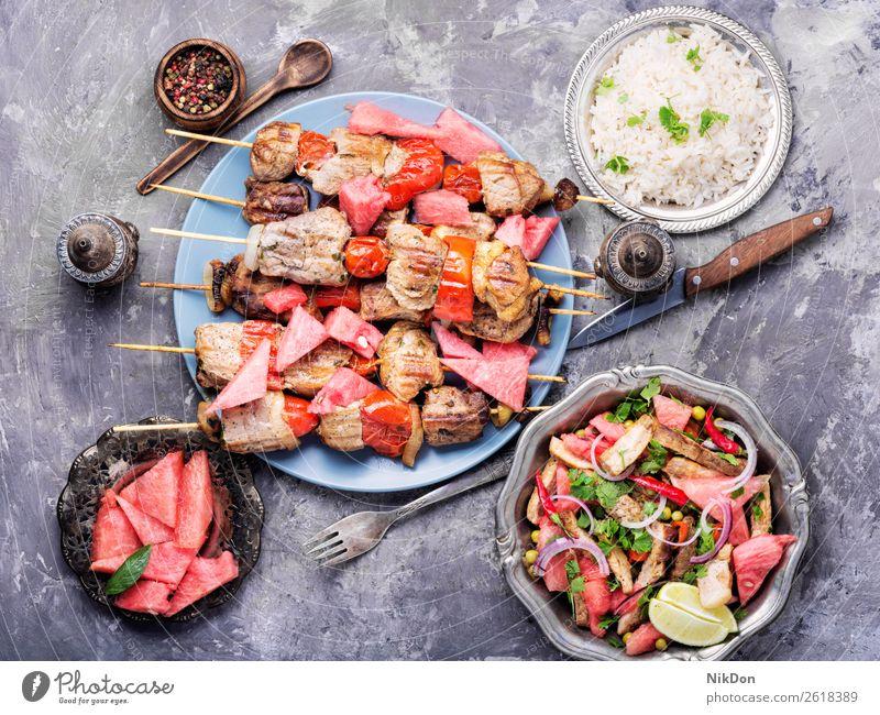 Schaschlikspieß mit Wassermelonen-Garnitur Spieß Barbecue Frucht Lebensmittel Fleisch Kebab Grillrost grillen gegrillt Rindfleisch Abendessen Schweinefleisch