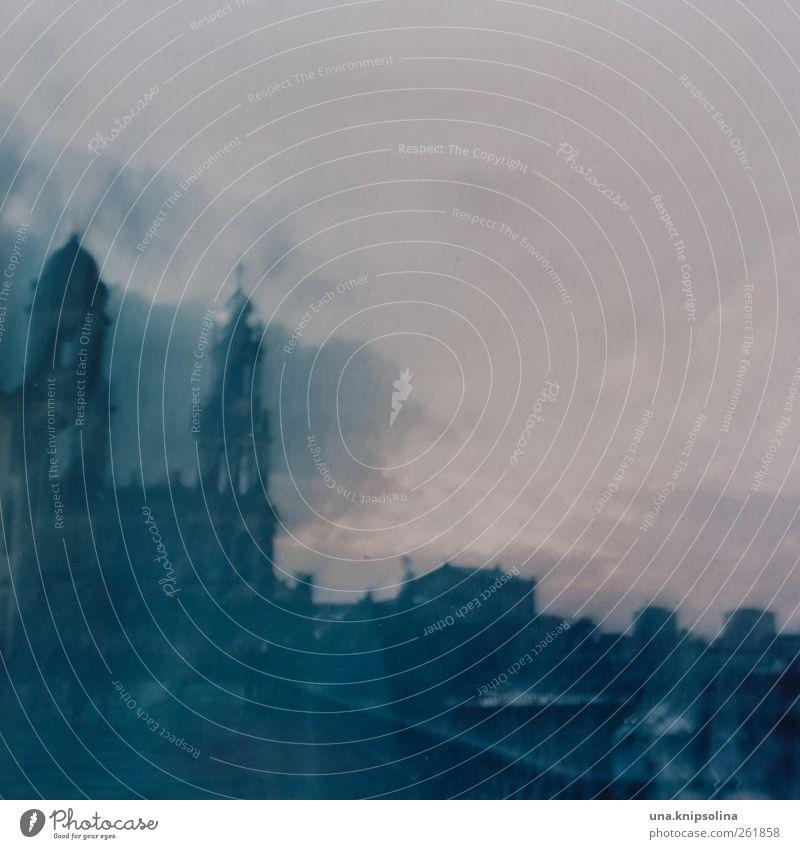 ...48 Stunden Stadt dunkel Architektur Bewegung Gebäude träumen Platz Kirche bedrohlich Bauwerk Dresden gruselig Surrealismus Sehenswürdigkeit Altstadt Mittelformat