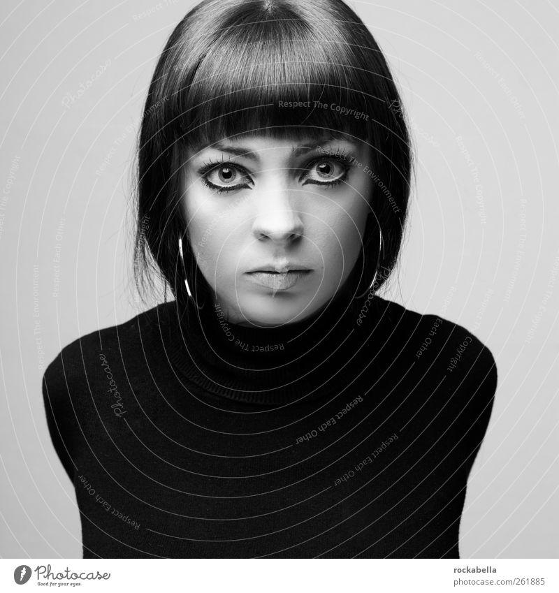 Portrait Frau feminin Junge Frau Jugendliche 1 Mensch 18-30 Jahre Erwachsene Mode Pullover brünett kurzhaarig Pony ästhetisch elegant schön einzigartig Model