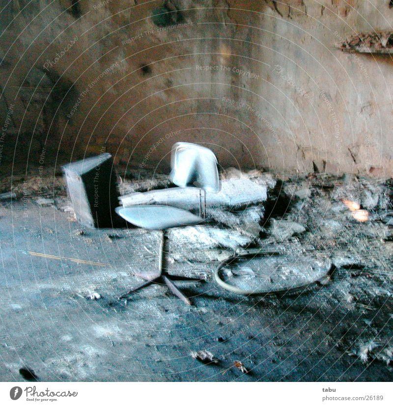 trash Raum Stuhl Müll Lagerhalle Scherbe Schrott