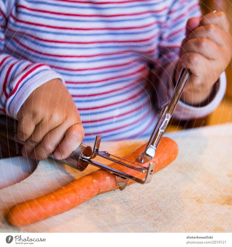 Küchenhilfe Gemüse Ernährung Essen Bioprodukte Vegetarische Ernährung Kindererziehung Kindergarten lernen Koch Kleinkind Mädchen Junge Kindheit 1-3 Jahre
