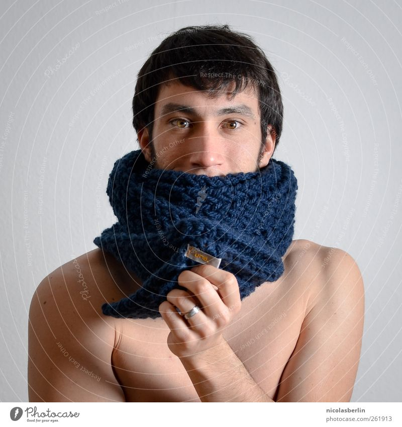 Ein echter una. Design schön Körper Haut Gesicht maskulin Junger Mann Jugendliche 1 Mensch 18-30 Jahre Erwachsene Mode Accessoire Ring Schal brünett Lächeln