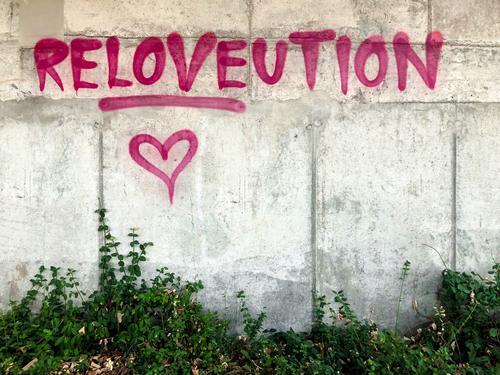 Graffiti Leben Liebe Kultur Wandel & Veränderung Zusammenhalt Gesellschaft (Soziologie) Politik & Staat Demonstration ungehorsam Kampfgeist