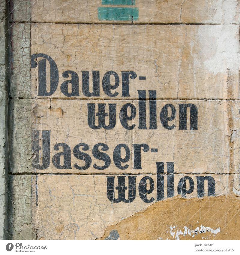 [ ] Alte [X] Neue Deutsche Welle elegant Stil schön Haare & Frisuren Friseur Friedrichshain Mauer Wand Stein Streifen fest historisch einzigartig braun Stimmung