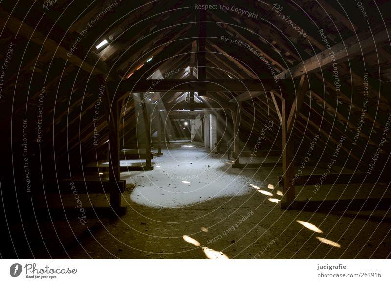 Garnison Haus Ruine Bauwerk Gebäude Dach außergewöhnlich dunkel gruselig Stimmung Hoffnung Verfall Vergangenheit Vergänglichkeit Wandel & Veränderung Dachboden