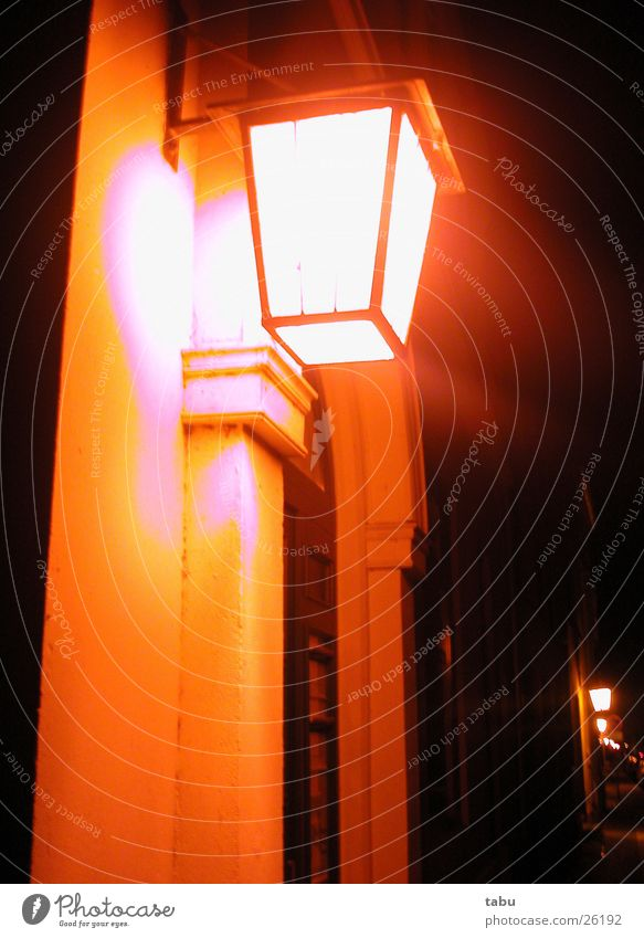 NR.53 Haus schwarz Lampe orange historisch