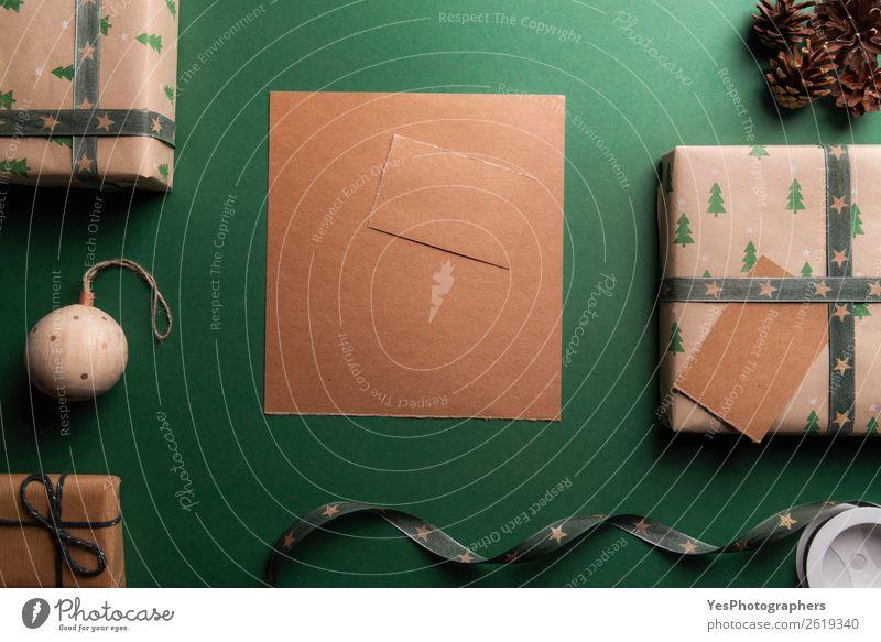 Weihnachtsgeschenke und ein leeres braunes Papier elegant Glück Winter Dekoration & Verzierung Zettel Paket Schnur Weihnachtsstimmung obere Ansicht blanko