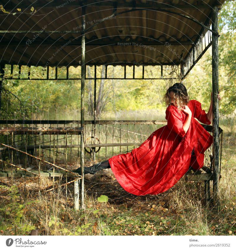 Die Tänzerin Fitness Sport-Training feminin Frau Erwachsene 1 Mensch Theaterschauspiel Schönes Wetter Park Wald Gebäude Gartenhaus Kleid Stiefel blond