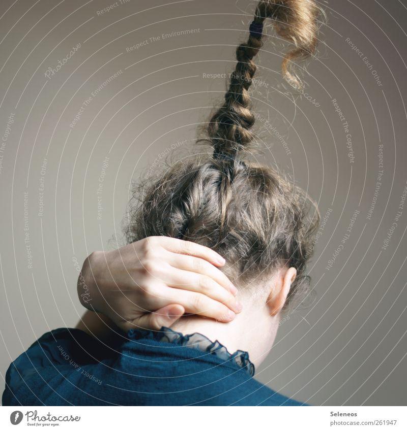 haarige Zeiten Mensch feminin Frau Erwachsene Haut Kopf Haare & Frisuren Hand Finger 1 langhaarig Locken Zopf hoch einzigartig verrückt ästhetisch bizarr