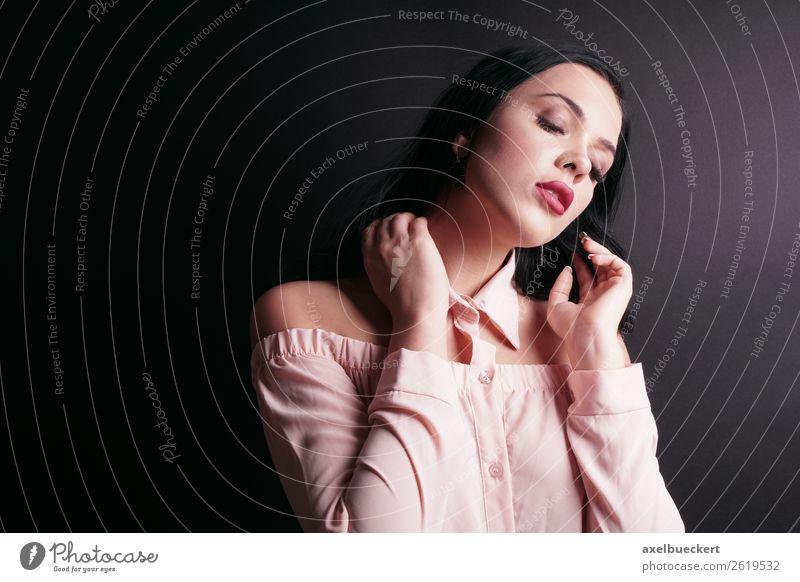 sensual young woman portrait Lifestyle elegant Stil schön Mensch feminin Junge Frau Jugendliche Erwachsene 1 18-30 Jahre Mode schwarzhaarig langhaarig rosa