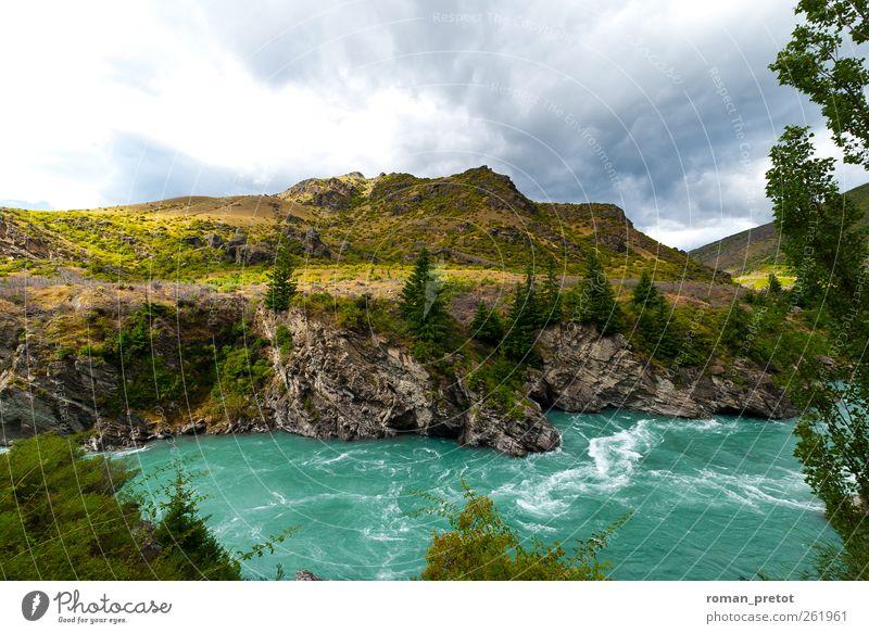 Wildwasser Berge u. Gebirge Landschaft Wasser Wolken Fluss springen Neuseeland rau himmel Reise Türkis felsen Tag panorma grün strudel Hügel aussicht Natur Ruhe