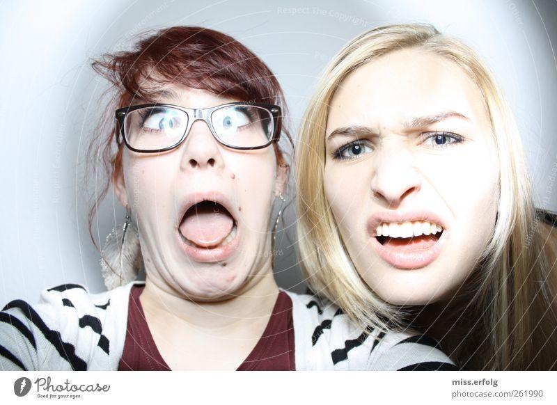 Wie war das noch gleich ? Lifestyle Stil Design feminin Junge Frau Jugendliche 2 Mensch 18-30 Jahre Erwachsene Zusammensein lustig verrückt Freude Lebensfreude