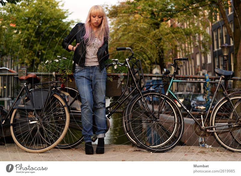 Jordaan Ferien & Urlaub & Reisen Städtereise Fahrrad Mensch feminin Junge Frau Jugendliche 1 18-30 Jahre Erwachsene Jugendkultur Subkultur Rockabilly Stadt